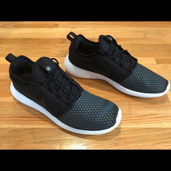 9145710e2965 NEW MEN S NIKE ROSHE TWO SE CASUAL SNEAKERS. M 5a9892ff3b160859733d50f5